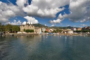 Hyrbil Montreux